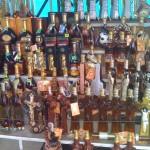Kognac in allen Variationen... Flaschen in Jesus am Kreuz oder auch im Kalaschnikov Design.