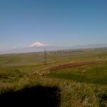 Die Hochebene von Zarovar aus fotografiert, Ararat im Hintergrund
