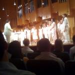 Der Chor nach der Pause ganz in weiß